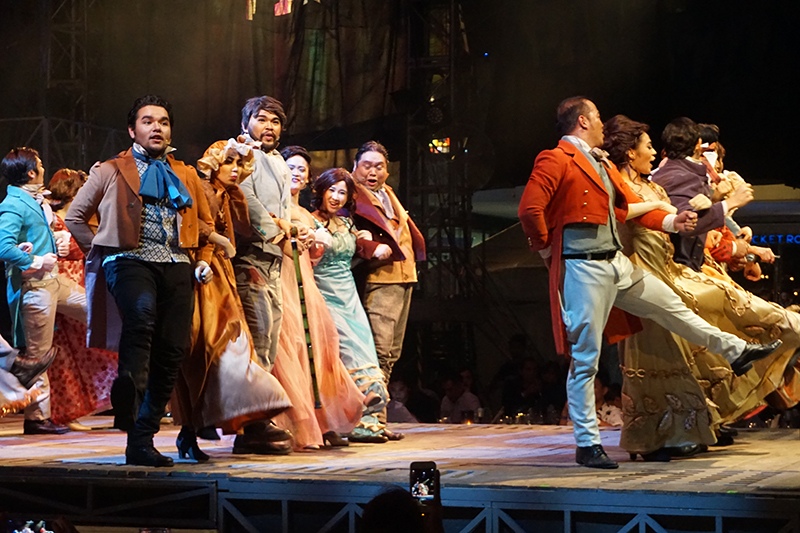 globe-live-and-9-works-theatricals-a-christmas-carol-is-an-explosion-of-good-vibes-3